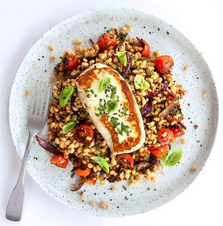 Plate of Mediterranean quinoa with tomatoes by Full of goodness